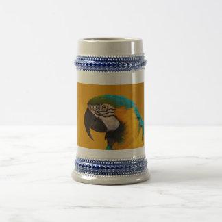 El pájaro azul y amarillo del loro de Ararauna del Jarra De Cerveza