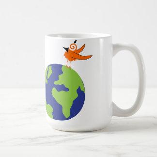 El pájaro de Swirly ahorra el mundo para la tierra Taza Básica Blanca