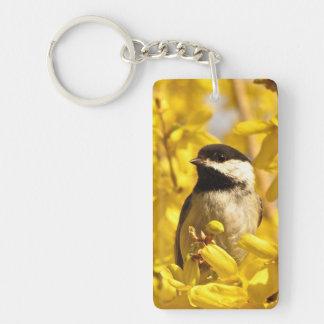 El pájaro del Chickadee en amarillo florece Llavero Rectangular Acrílico A Doble Cara
