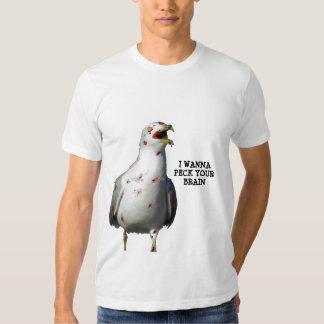 El pájaro del zombi quiere picotear su cerebro remera