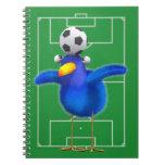 El pájaro lindo 3d juega al fútbol (editable) libretas