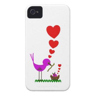 El pájaro rojo de Momma de los corazones ama la ca Case-Mate iPhone 4 Fundas