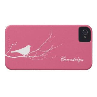 El pájaro se encaramó en la moda rosada blanca de carcasa para iPhone 4