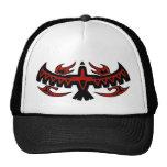 El pájaro tribal se va volando el gorra de los cam