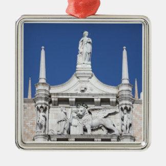 El palacio de los duxes con la estatua del dux adorno cuadrado plateado