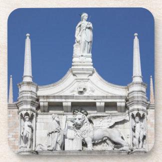 El palacio de los duxes con la estatua del dux posavasos de bebidas