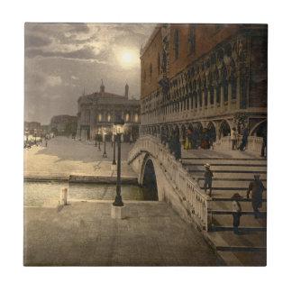 El palacio por claro de luna, Venecia, Italia del  Azulejo Cuadrado Pequeño