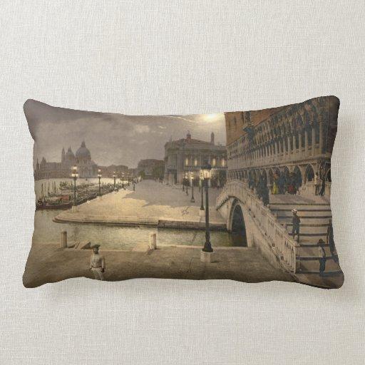 El palacio por claro de luna, Venecia, Italia del  Almohada