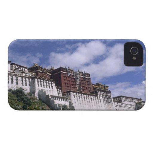 El palacio Potala en la montaña el hogar del Dalai Case-Mate iPhone 4 Protector