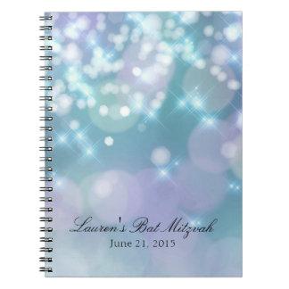 El palo Mitzvah Bokeh enciende el azul Cuaderno