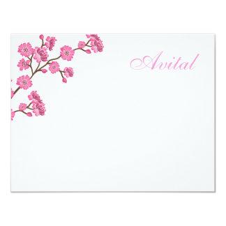 El palo rosado Mitzvah de los flores de Avital le Invitación 10,8 X 13,9 Cm