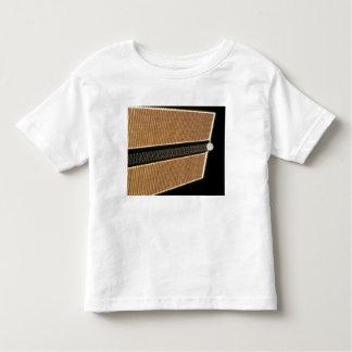 El panel de estribor del ala del arsenal solar camisetas