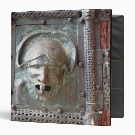 El panel de la puerta izquierda del portal, 1 del
