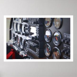 El panel del instrumento de aviones póster