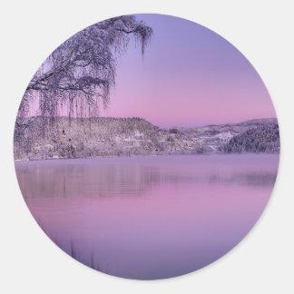 El panorama del lago sangró las montañas julianas pegatina redonda