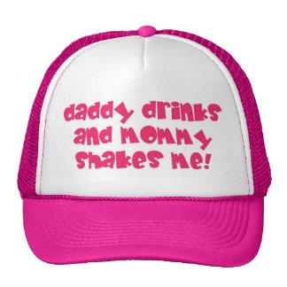 El papá bebe el gorra