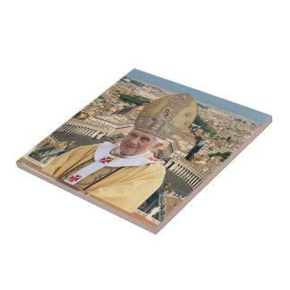 El papa Benedicto XVI con la Ciudad del Vaticano Azulejo Cuadrado Pequeño