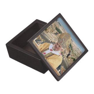 El papa Benedicto XVI con la Ciudad del Vaticano Caja De Regalo De Calidad