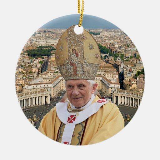 El papa Benedicto XVI con la Ciudad del Vaticano Ornamentos De Reyes