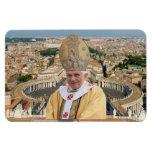 El papa Benedicto XVI con la Ciudad del Vaticano Imán Rectangular