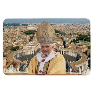 El papa Benedicto XVI con la Ciudad del Vaticano Imán