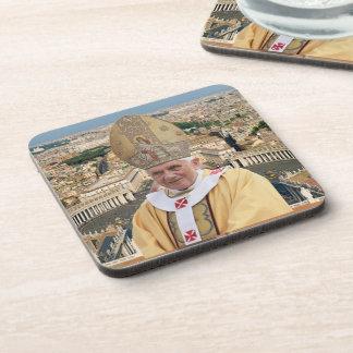 El papa Benedicto XVI con la Ciudad del Vaticano Posavasos
