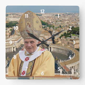 El papa Benedicto XVI con la Ciudad del Vaticano Reloj De Pared
