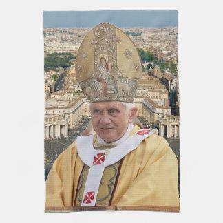 El papa Benedicto XVI con la Ciudad del Vaticano Toallas De Mano