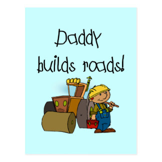 El papá construye las camisetas y los regalos de l tarjeta postal