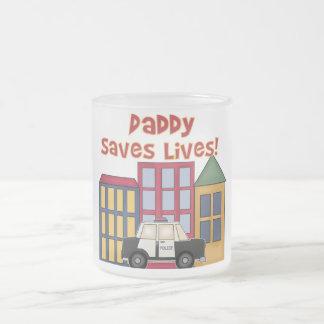 El papá de la policía ahorra las camisetas y los taza cristal mate