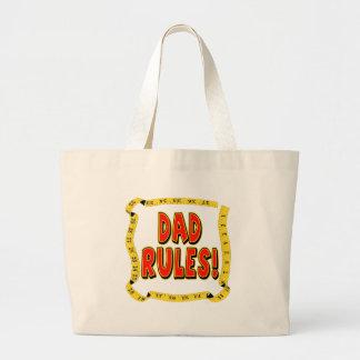 El papá de los niños gobierna la bolsa de asas