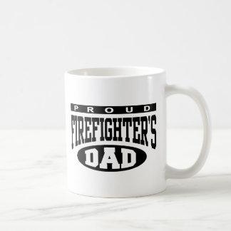 El papá del bombero orgulloso taza básica blanca