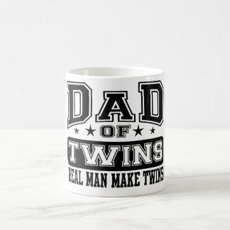 El papá del hombre real de los gemelos hace a taza clásica