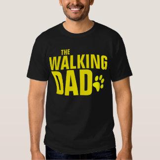 El papá del perro que camina poleras