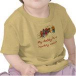El papá es una camiseta del bebé del coche de