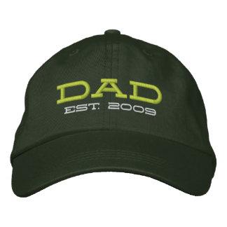 El papá estableció 2009 (el personalizable) gorra de beisbol bordada