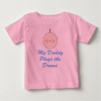 El papá juega la camiseta del bebé de los tambores polera