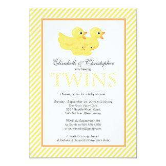 """El par amarillo moderno de los patos hermana la invitación 5"""" x 7"""""""