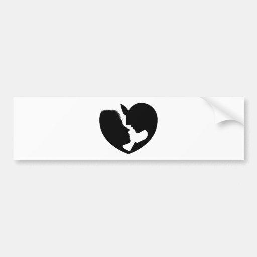 El par hace frente a la silueta del corazón pegatina para auto