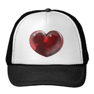 El par siluetea el corazón gorra