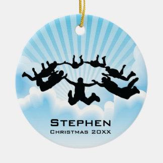 El paracaidismo personalizado baja libremente adorno navideño redondo de cerámica