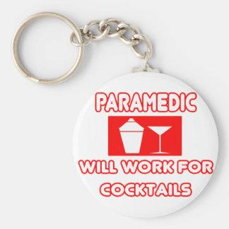 El paramédico… trabajará para los cócteles llaveros