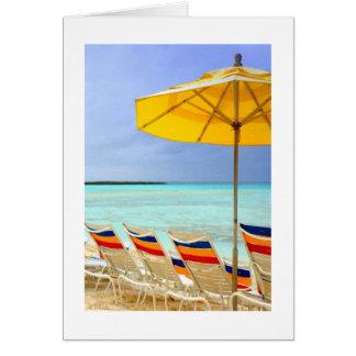 El parasol de playa amarillo tarjeta pequeña
