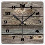 El parecer auténtico de madera reloj cuadrado