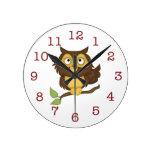 El Pared-reloj del niño lindo del búho