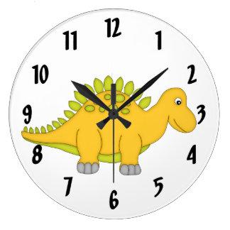 El pared-reloj/el medio del niño amarillo lindo