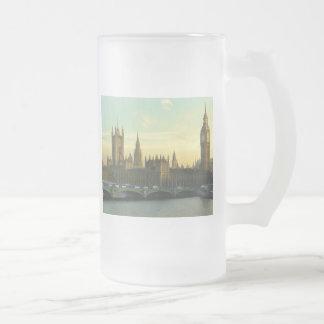 El parlamento del vintage taza