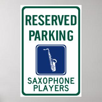 El parquear de los jugadores de saxofón póster