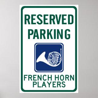 El parquear de los jugadores de trompa póster