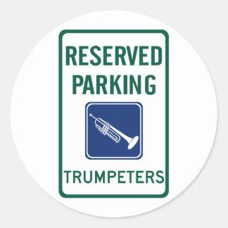 El parquear de los trompetistas pegatina redonda